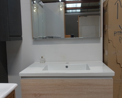 399,€  -- >Meuble VERONE Chêne clair + miroir éclairant  EXPO