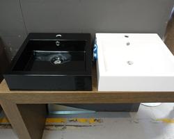 100,€  -->Lavabo 44,5x44,5cm Noir ou Blanc